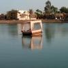 Баржа в озере отеля alladin