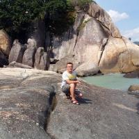 Сидя на скале
