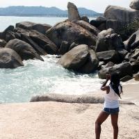 Девушка и камень