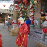 Герои у храма Hainan Temple