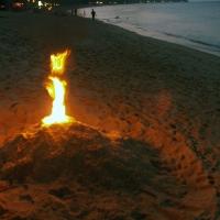 Огонек на пляже