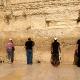 Молитвы у стены плача