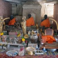 Памятники монахам