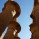 Огромные массивные колонны