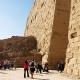 Огромные стены