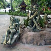 Статуи на пляже Чавенг