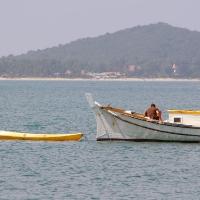 Пляж Маэнам и лодка