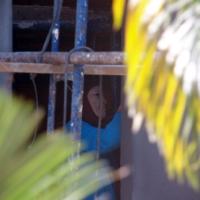 Бирманская женщина с белой маской