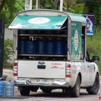 Доставка воды в машинах
