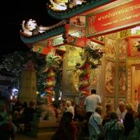 Посиделки у храма